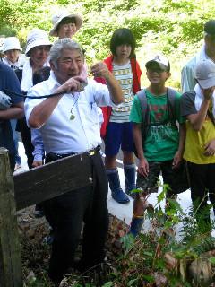 村上光太郎教授の野外講座。