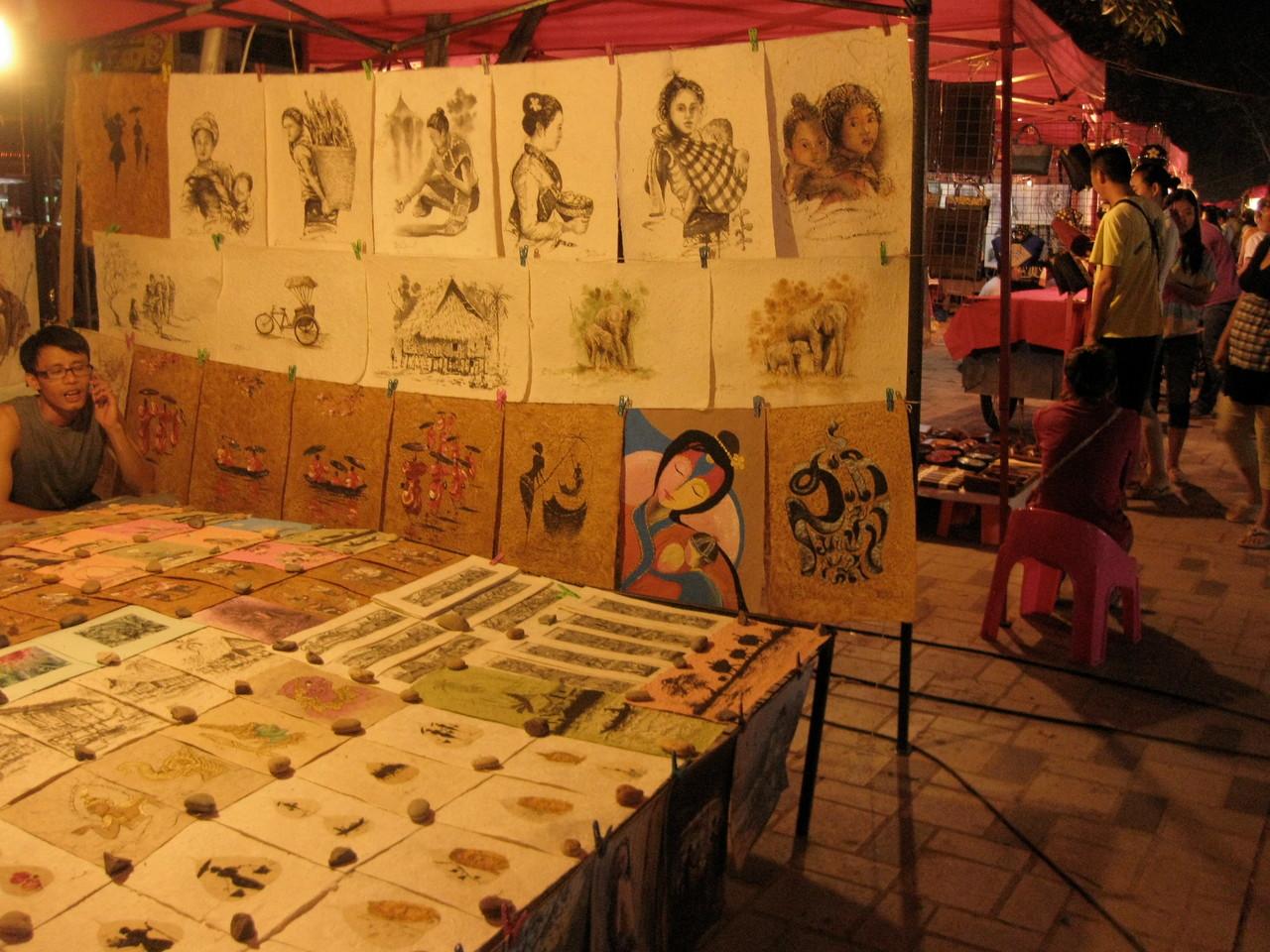 ラオスは手漉き紙のクラフトでも有名です。