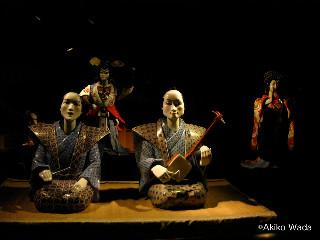 有田焼で作られたからくり人形のパフォーマンスは有田館で見れる。