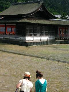 厳島神社の能楽堂。