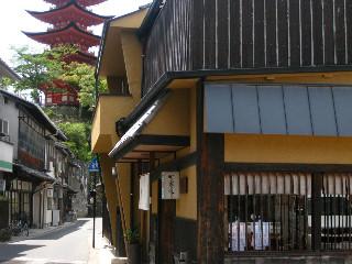 宮島の町家通り。