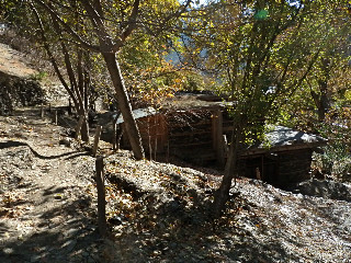 「AKIKOの家」の裏の山から土砂が流れてきて、水路も畑も埋まってしまった。