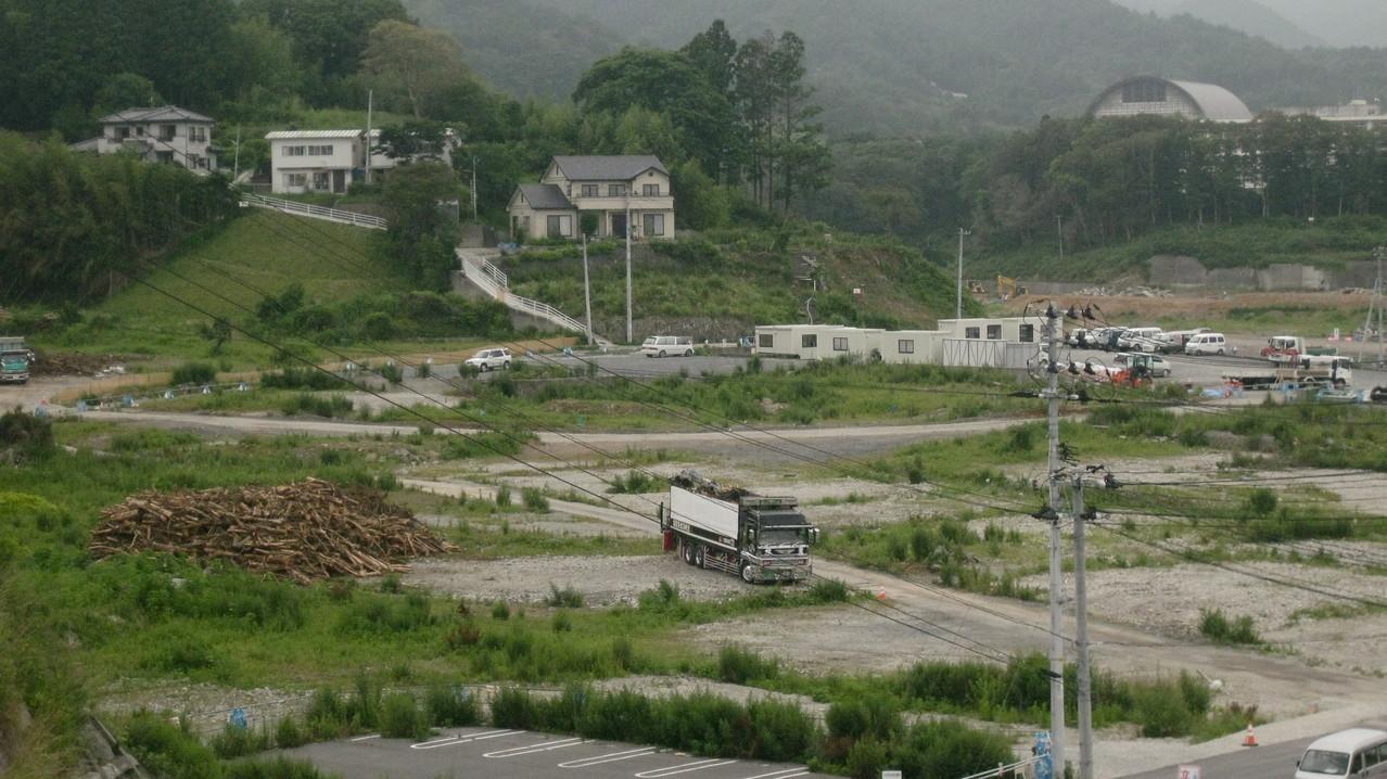 がれきはおおかた撤去されていた。このがらん堂になった土地には多くの家屋があり、商店があり、人々が日常生活を営んでいた。