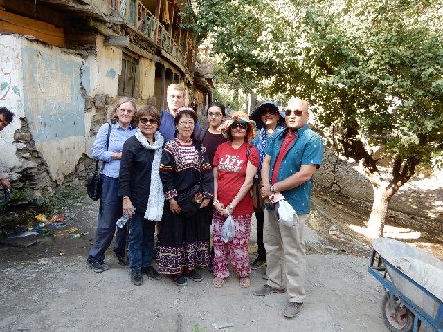 カラチ、ラホール、ロンドンからの「ヨガ教室」のツアー。パキスタン人、フィリピン人、イギリス人の混合グループの方々と