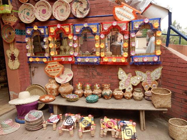Lok Virsaにあるマルダンの民芸品店。