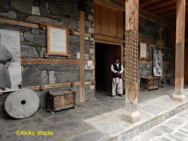 ギリシャ・ボランティアが造ったボンボレットのカラーシャ・ドゥーラ(カラーシャの家)。博物館と学校がある