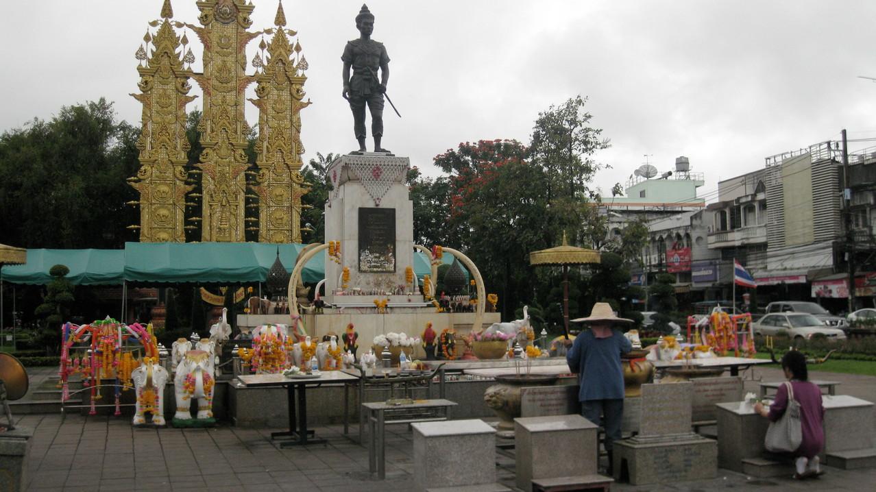 チェンライとチェンマイの創始者メン・ライ王の像
