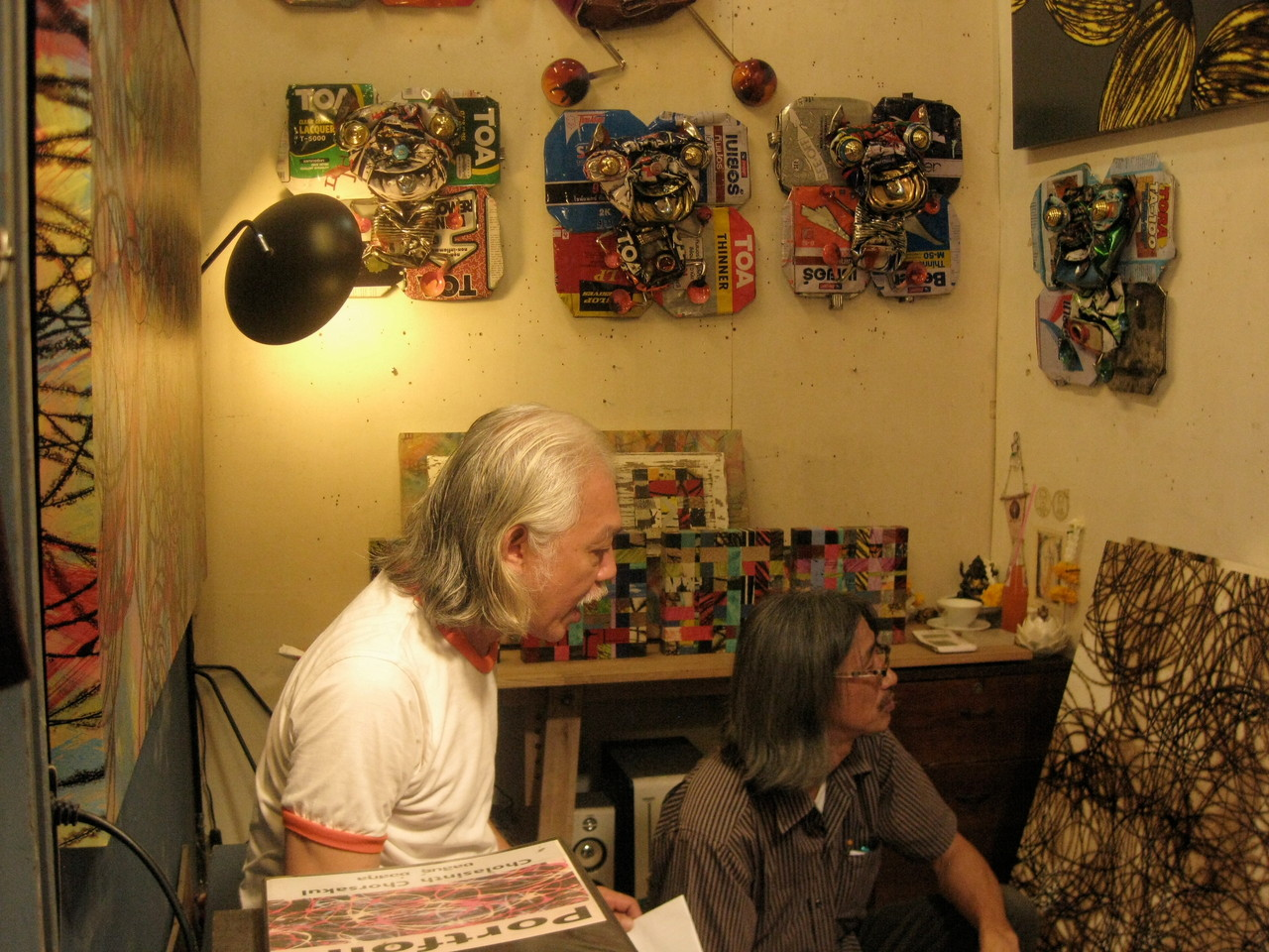 マーケットにはアーティストたちが作品を発表し販売するセクションもある。