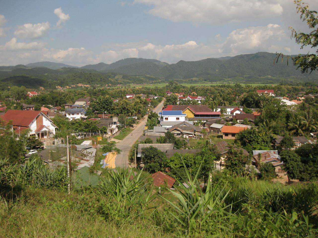 サマキサイ寺から見たルアンナムターの町