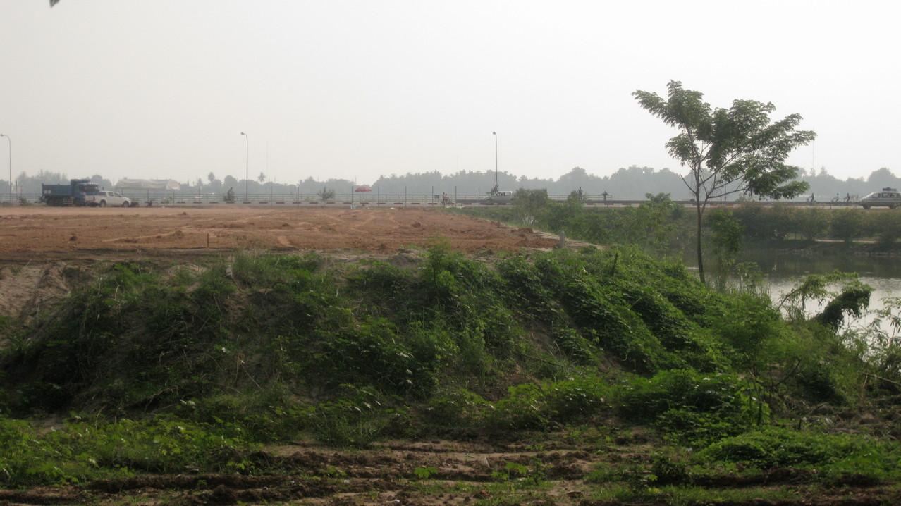 メコン川沿いもどんどん開発されている。