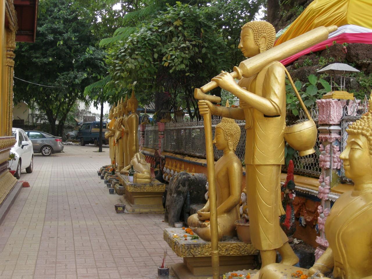 シームアン寺院(だと思う)。ここはなかなか個性あるものがたくさん見れました。
