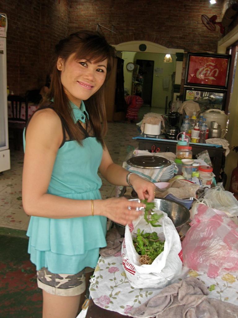 Thong Bay食堂のウエイトレスさん。