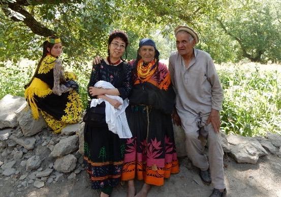 クラカル村の叔母さんと叔父さん