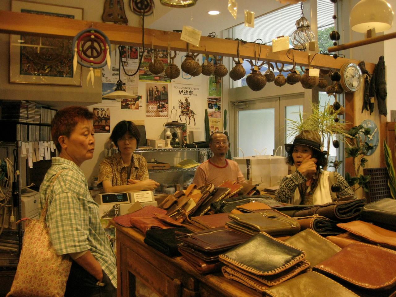 アジアン雑貨の素敵な店「BAAN」。盛岡ではこの店のオーナー、大谷夫妻のおうちにお世話になりました。