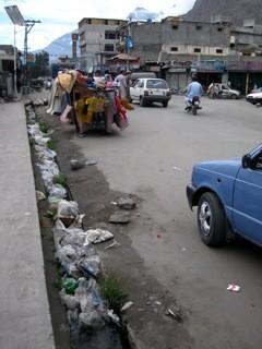 通りのゴミはどうにかしてほしい。On the streets. Why they don't clean the streets.