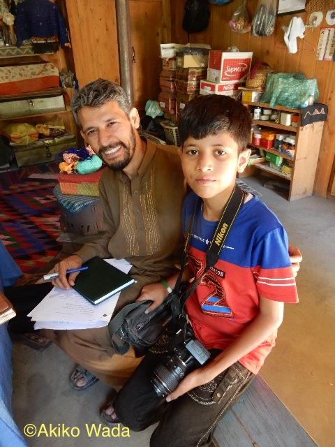 Facebookの友達でもあるグジャラト大学の歴史学の講師をしているMhd. Khasif Aliさんとその息子さんが訪ねて来た。