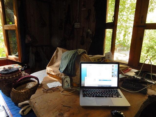 私の部屋。下にクラフト作業室があるが、一人で作業する場合は部屋でやる。