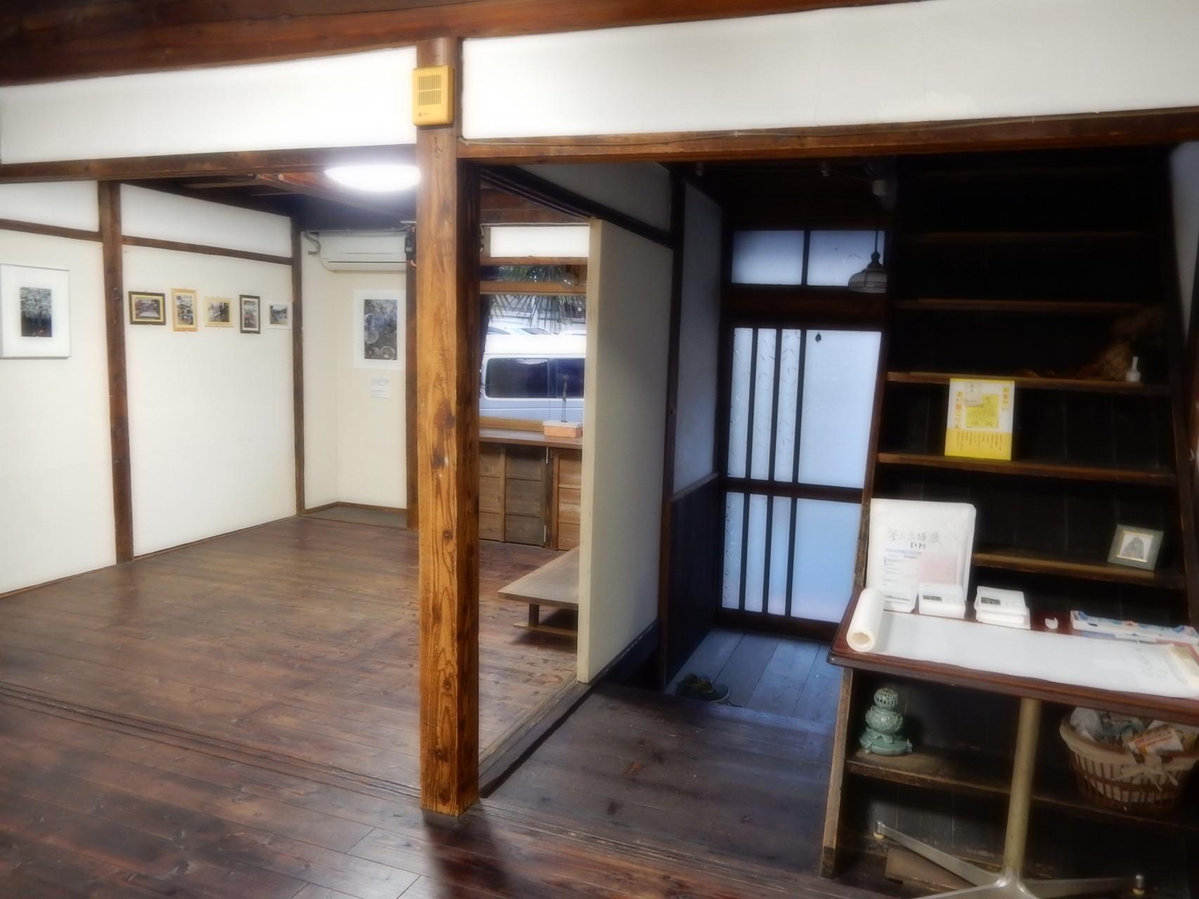 民家をギャラリーに改装した空間