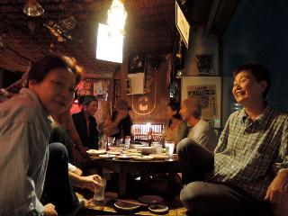 仙台市内の、蕾ちゃんのお友達のお店、「くも」(だったとお思う)で夕食&飲み会。マスターの手料理がおふくろの味そのもので、おいしくてヘルシーで安くて感激!