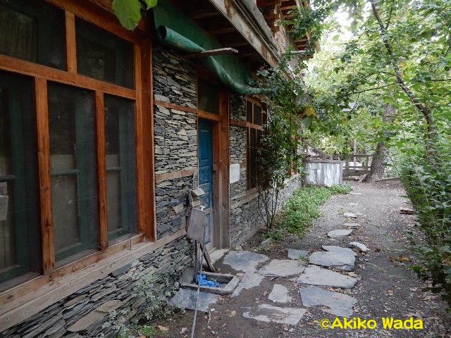 「AKIKOの家」一階の「キラン・ライブラリー(光の図書館)」