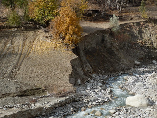 むざんに決壊してしまったプイスタンの畑。この下に建設した私たちのNGOで建設した堤防(1998年、2011年)で全決壊にならなかったと言われている。