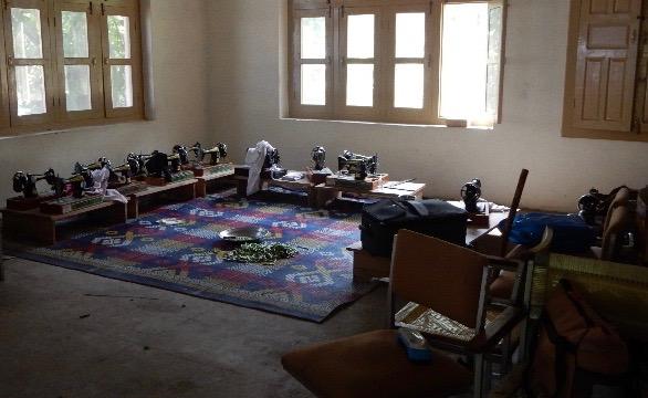 二階には女性たちにミシンがけや刺繍を教えている(午後だったので生徒はいなかった)