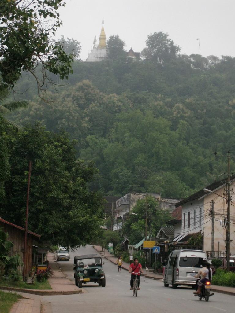 プーシーの丘。この通りの突き当たりの宿に世話になった。