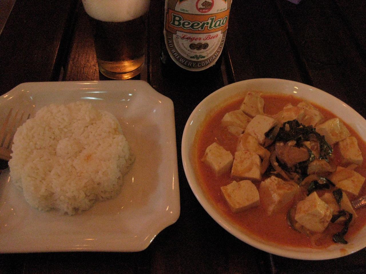 お腹の調子が今ひとつなので、うどんか野菜炒めばっかり食べてるが、この豆腐グリーンカレーはおいしかった。