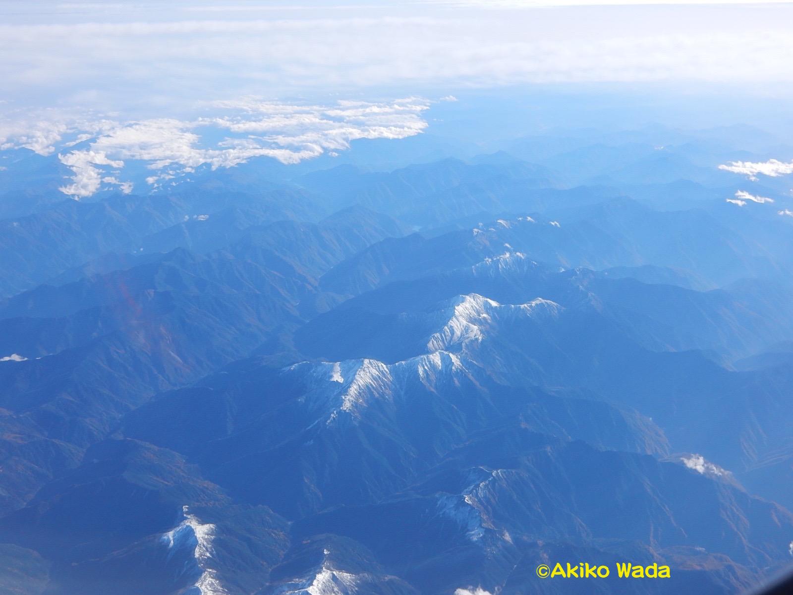 他の山々の峰にも初雪が。