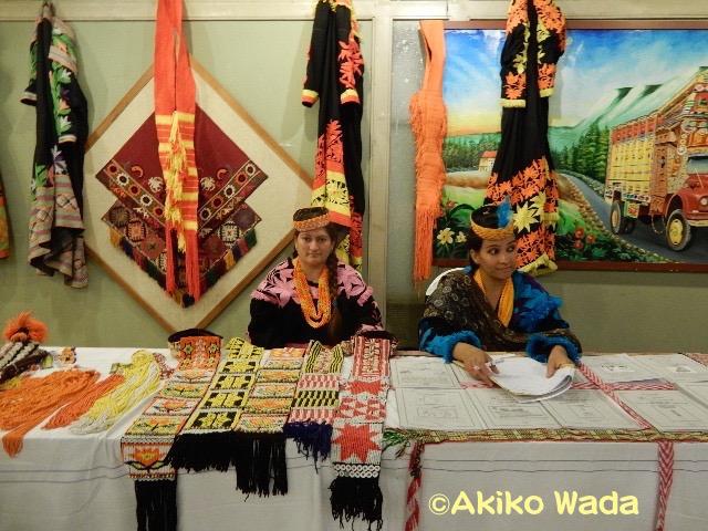 カラーシャの衣装なども展示されていたが、一般の人はほとんど参加してなかった。