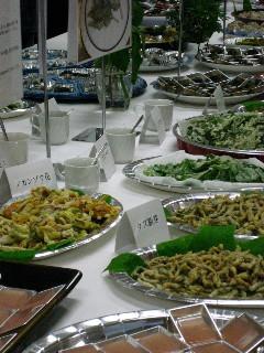 薬草料理の数々。おいしかった。
