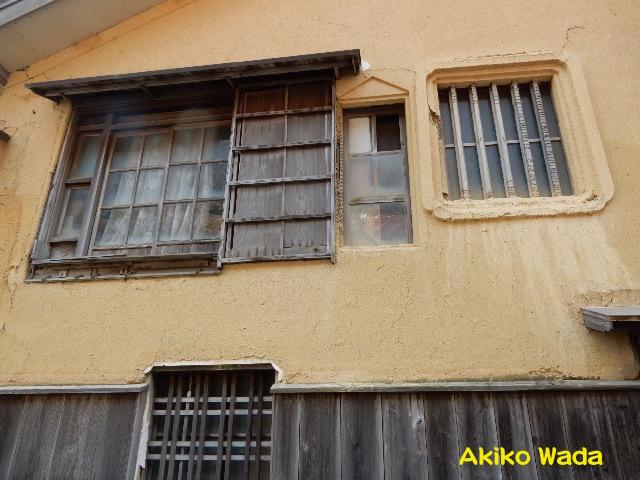 家々の漆喰壁の黄土色がほんわり温かみがあって好きだ
