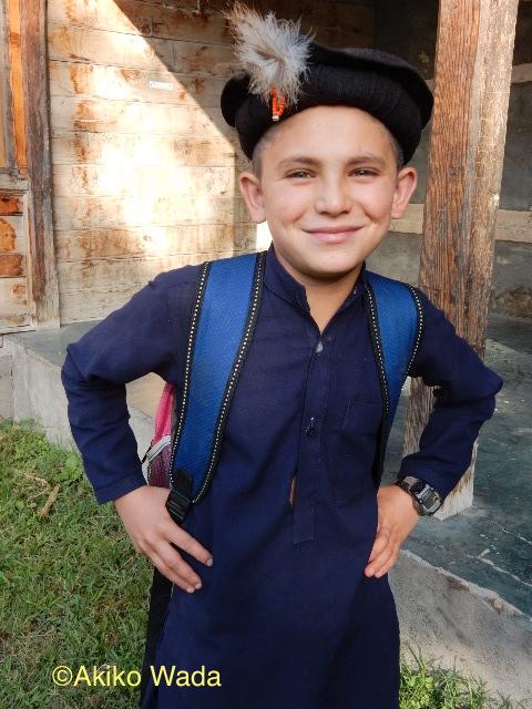 ブトーカーンの次男坊は「カラーシャの家」学校に通っている。ギリシャ人の援助で制服も支給される