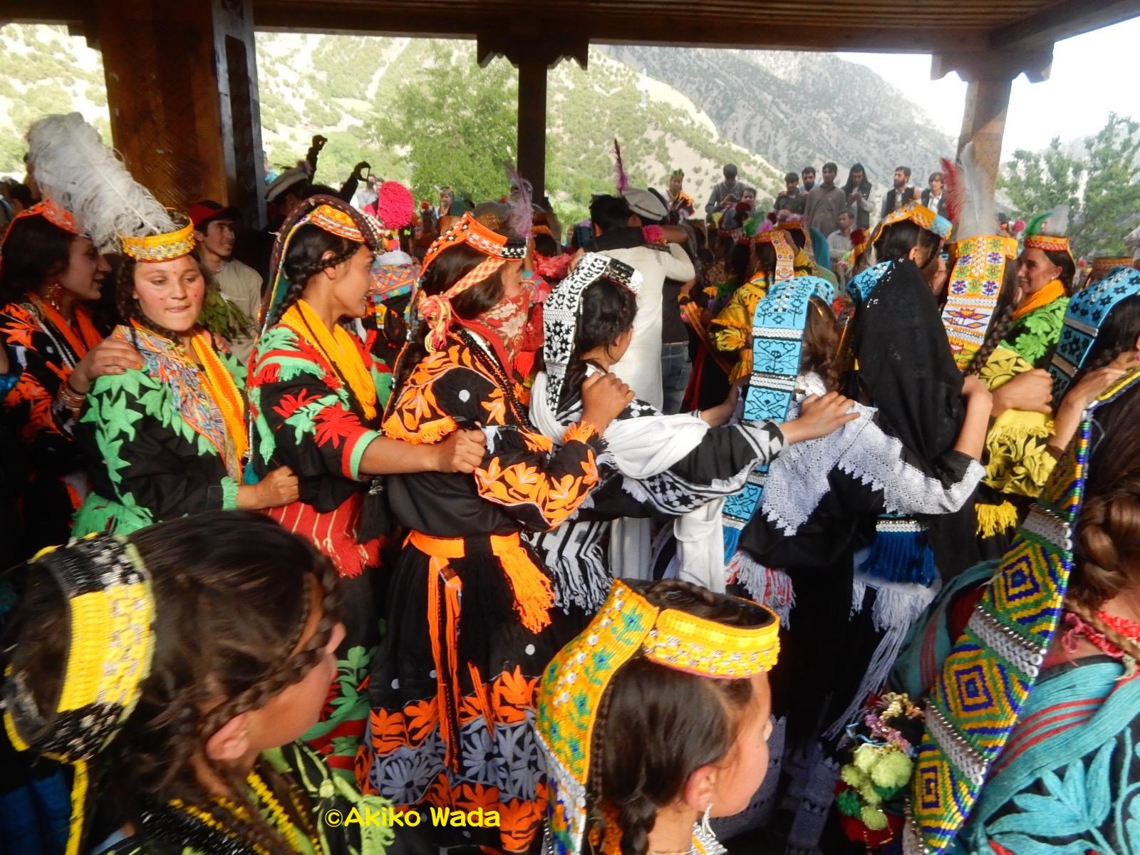 大ジョシの午後に繰り広げられる諸々の踊り。これは「ミウマウ婆さん」の踊り。