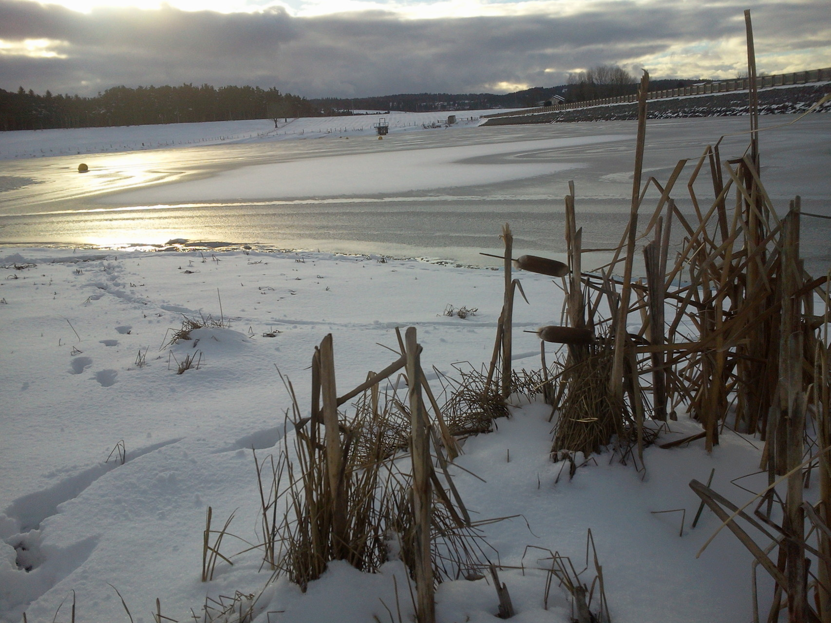 Le lac de Naussac en hiver