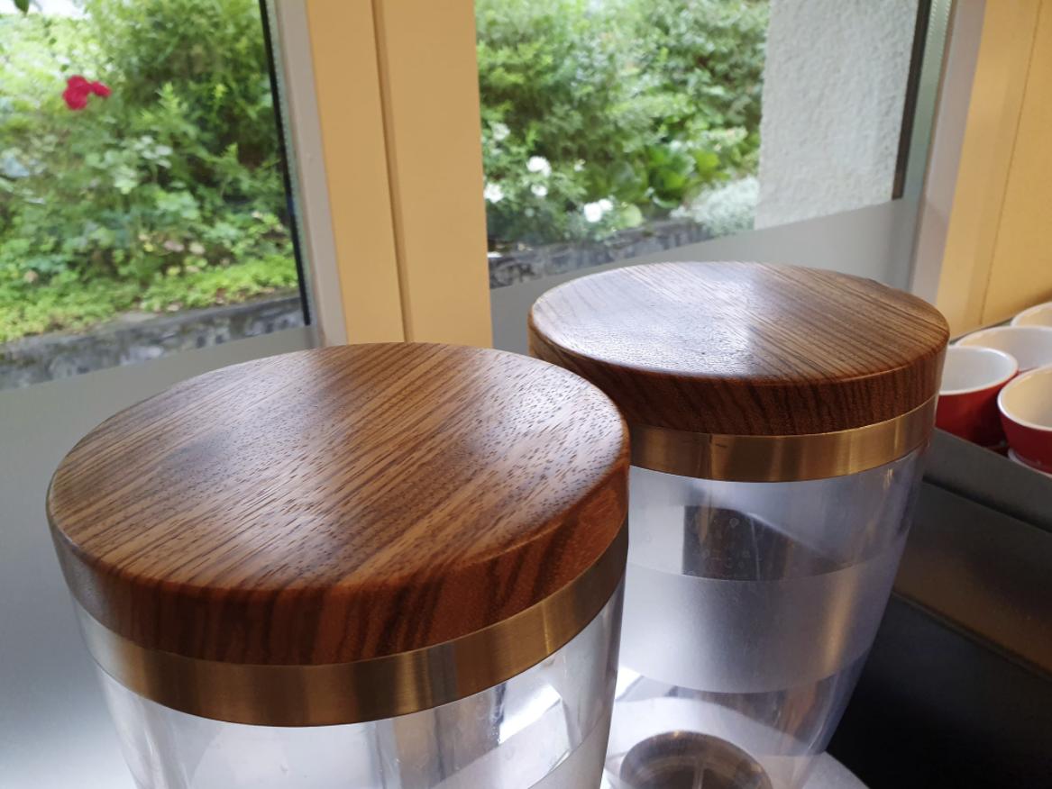 Keffeemühlendeckel aus Olivenholz mit Zebrano aus Edelstahl