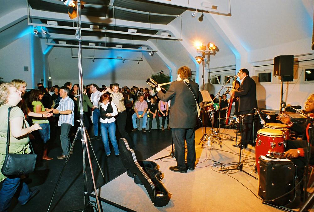 Sonada Senda und das tanzende Publikum