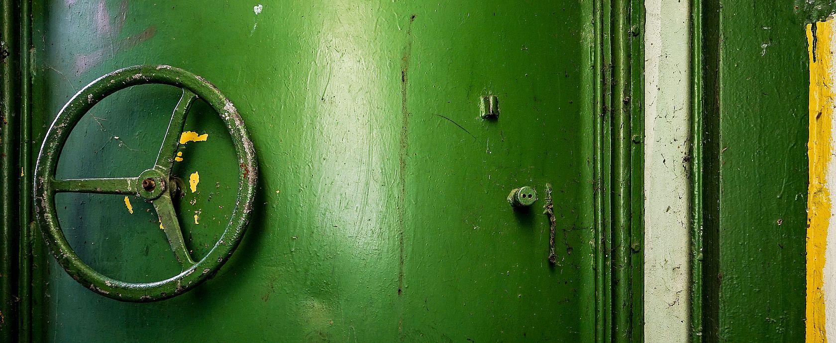 Verlassener Bunker m Wald