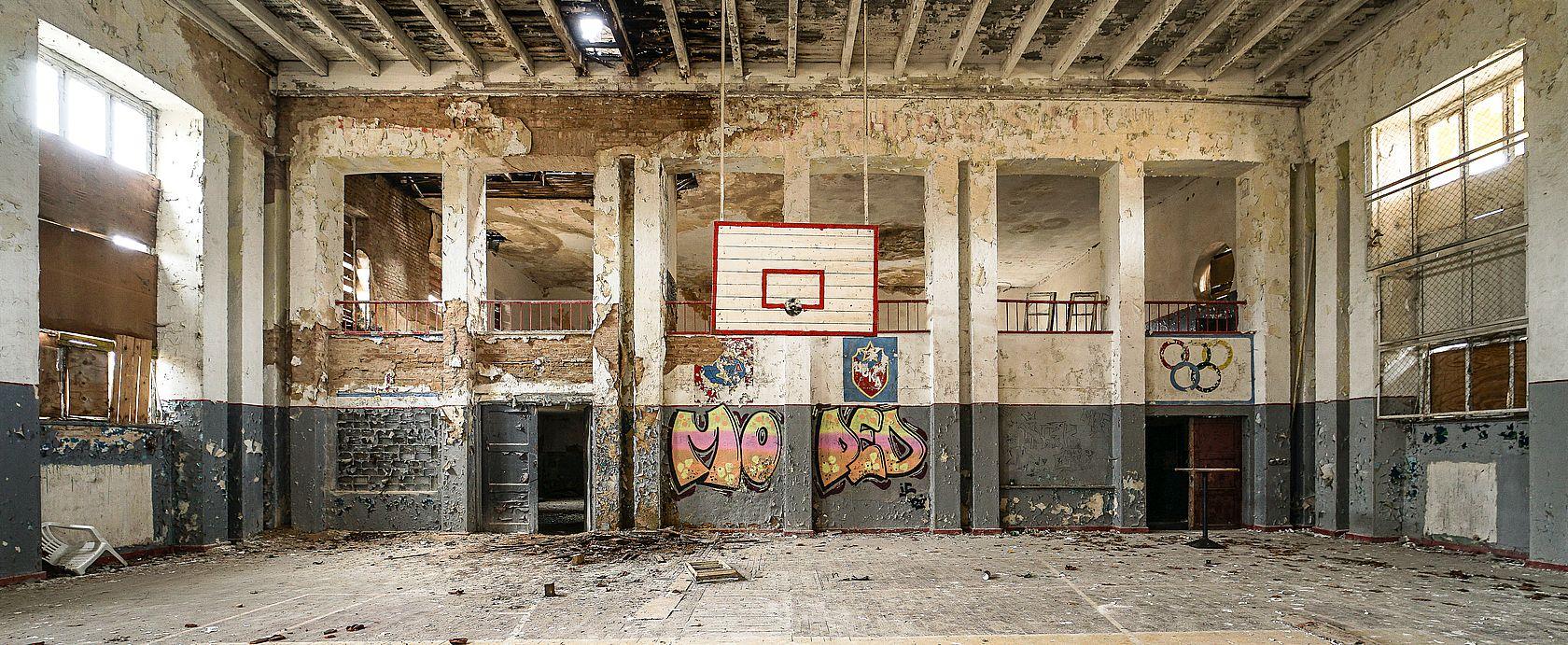 Die verlassene russische Turnhalle