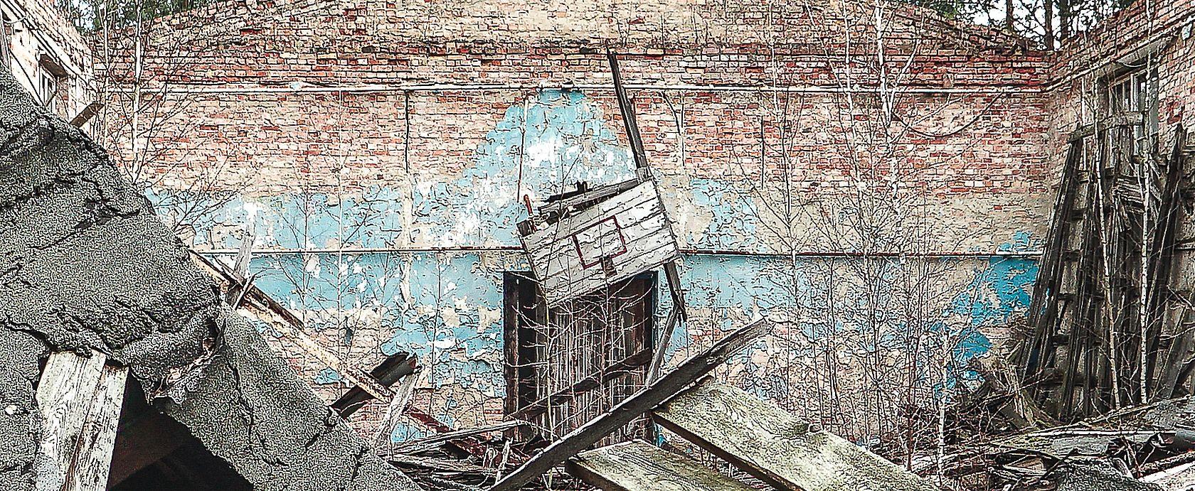 Die eingestürzte Turnhalle der sowjetischen Soldaten
