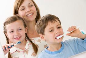 initiation au brossage des dents aprés les repas