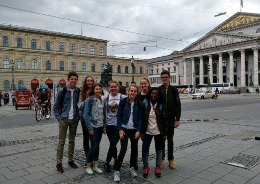 Eine Gruppe mit Gästen aus Frankreich in München.