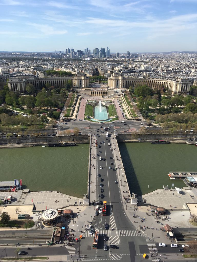Blick vom Eiffelturm auf Paris.