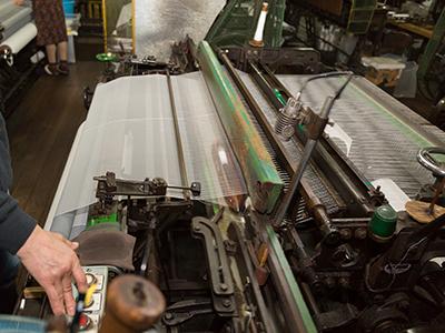 モジ網織機での製造作業の動作の様子