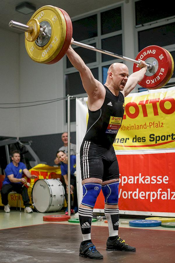 Mario Taubert mit starken 108 Kilo im Reißen