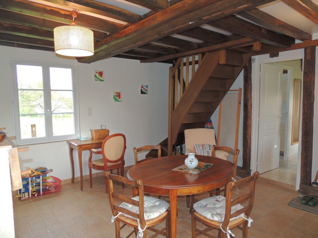 La salle à manger - accès à l'étage