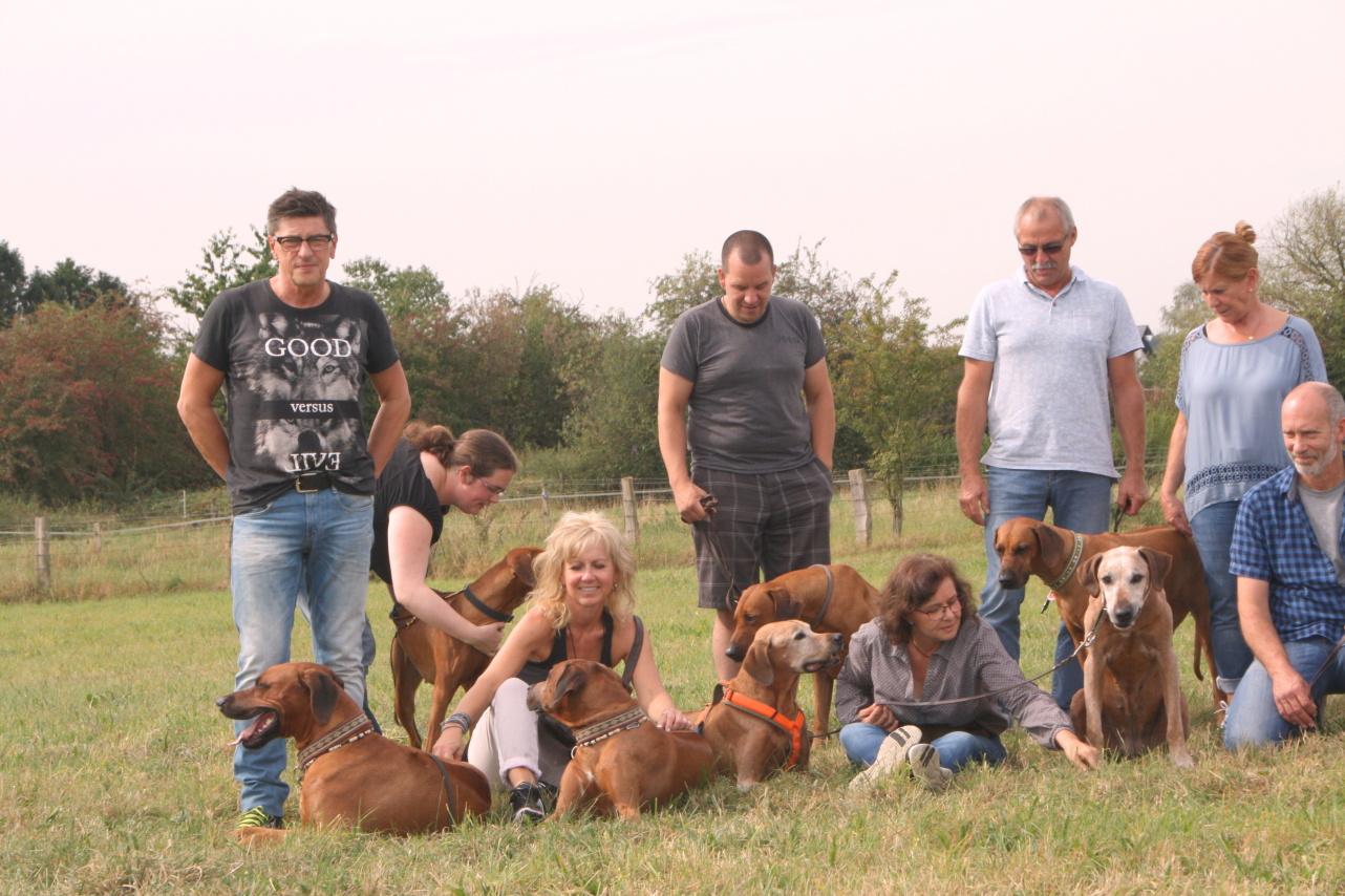 Frank und Susanne mit Pandu und Tonga, Katrin und Lucas mit Morani und Jinja, Susanne mit Pino und Gheila