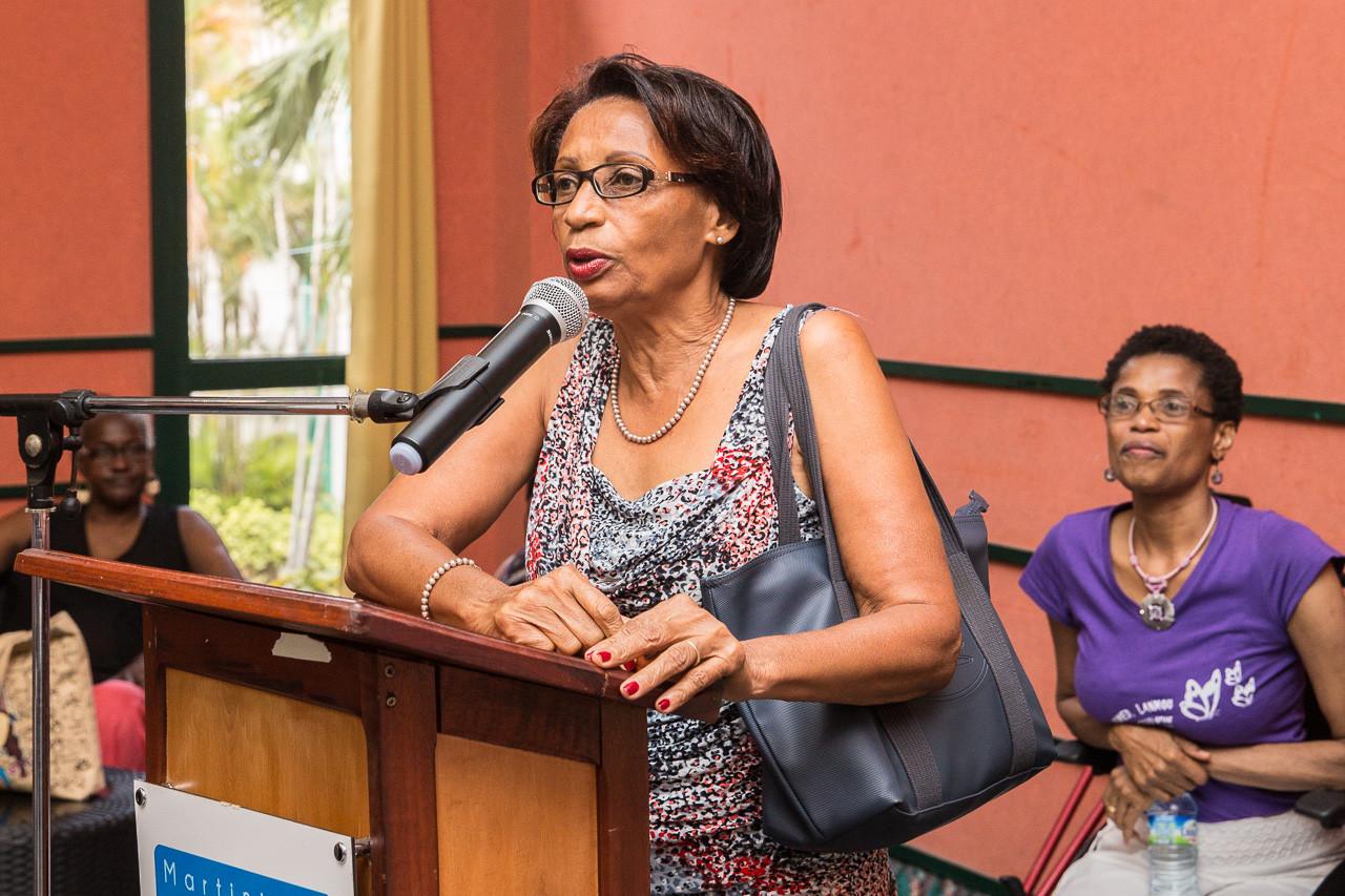 Mme Colette BILLARD, co-fondatrice de l'ALAG, est mise à l'honneur