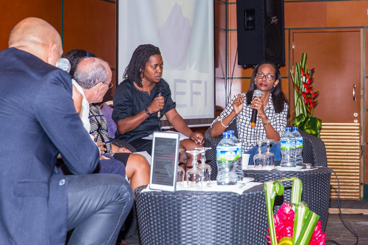 Le Dr Cléopatra ALTENOR, vice-présidente de l'association de malades du lupus de SAINTE-LUCIE, présente la situation dans son pays ou les malades n'ont pas accès gratuitement aux traitements