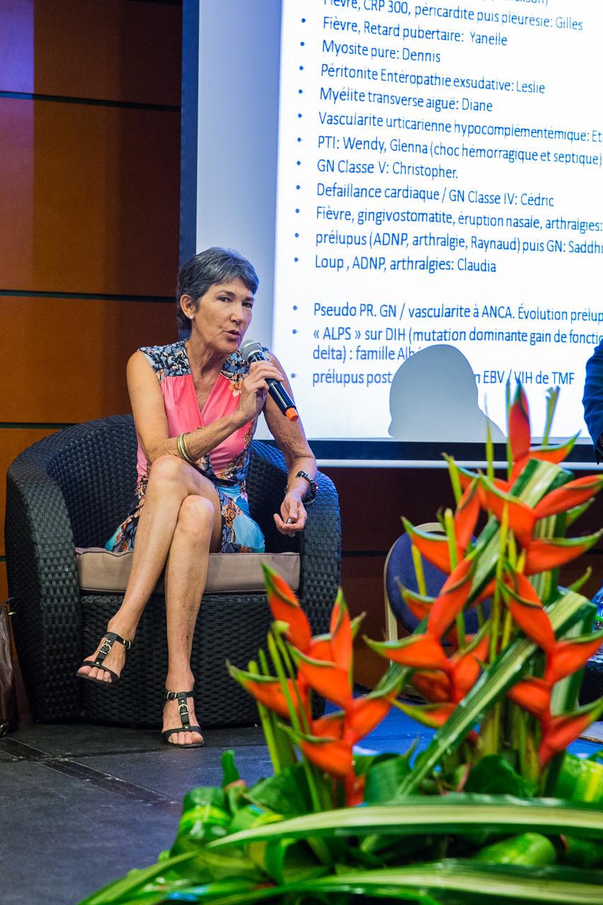 Le Dr Françoise DOUADY intervient sur l'alimentation et les facteurs environnementaux.